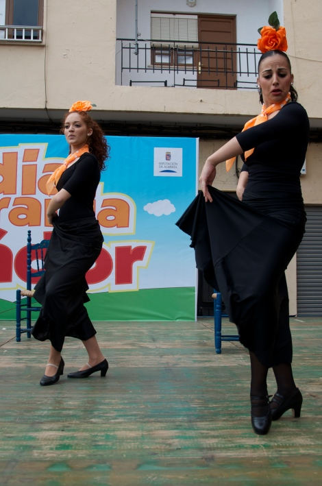 Two students of the Municipal School of Dance
